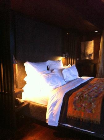 Bulgari Resort Bali: Our bed 
