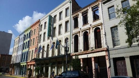 Country Inn & Suites By Carlson, New Orleans French Quarter: The hotel comprises a series of buildings