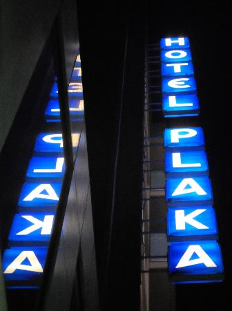 Plaka Hotel: Hotel's marquee from the street below
