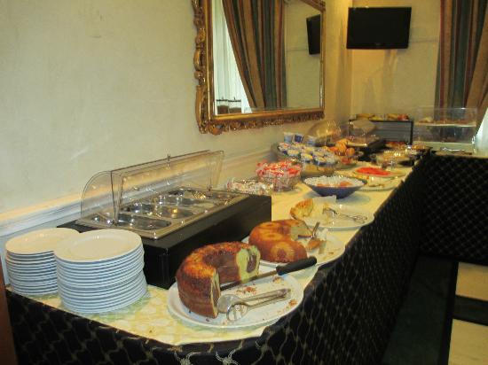 هوتل سونيا: Breakfast 