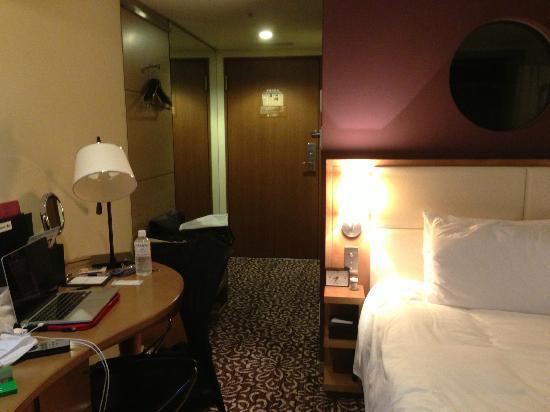 Hotel Ryumeikan Tokyo: Basic room showing desk