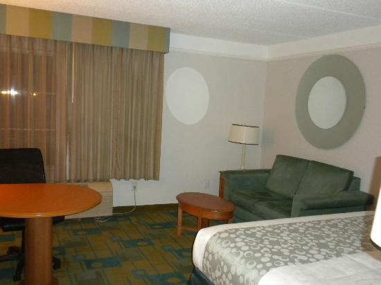 La Quinta Inn & Suites Orlando UCF: Another view of Room 412