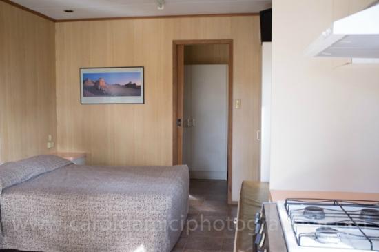 Kosciuszko Tourist Park: inside cedar cabin