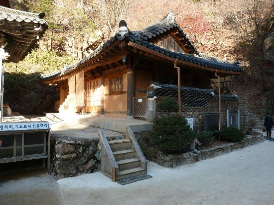 Dongducheon, Zuid-Korea: one of the temple buildings