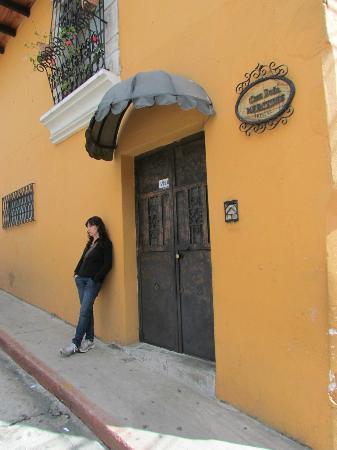 Casa Dona Mercedes: Este es el hostal por fuera..