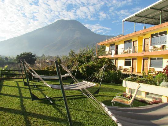 Hotel Sakcari: Hamacas en el patio