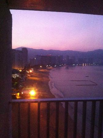 Hotel El Presidente Acapulco: Atardecer desde el balcón