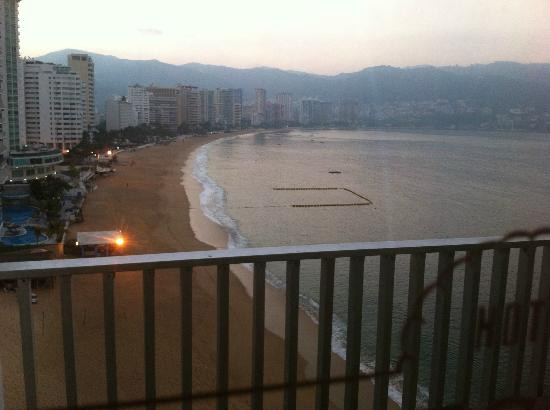 Hotel El Presidente Acapulco: Amanecer desde el balcón