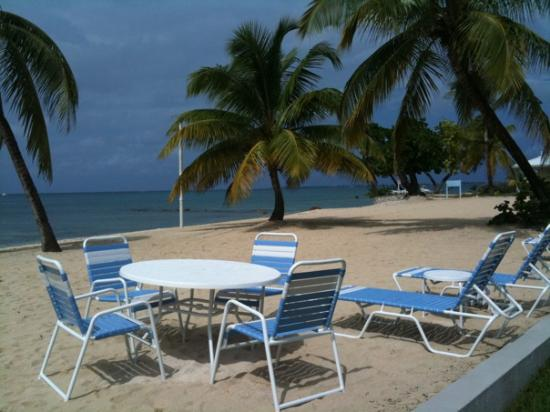 The Grandview Condos Cayman Islands: Table for lunch on the beach