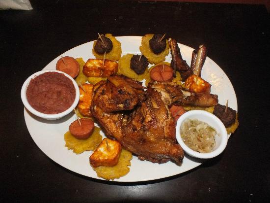 Mozzie's Hostal, Bar y Restaurante: Variado Grande