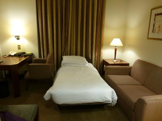Sheraton Sao Paulo WTC Hotel: Complimentary bed in desk area