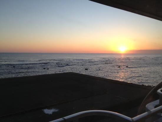 Marin Side Spa Taneichi: 部屋から観た朝日。全室オーシャンフロント