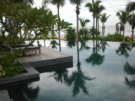 InterContinental Danang Sun Peninsula Resort : The pool
