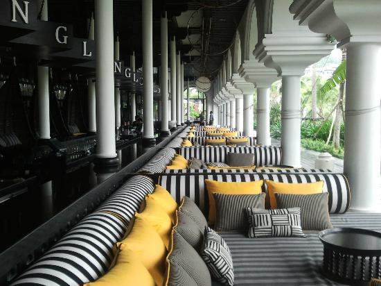 InterContinental Danang Sun Peninsula Resort : Long bar
