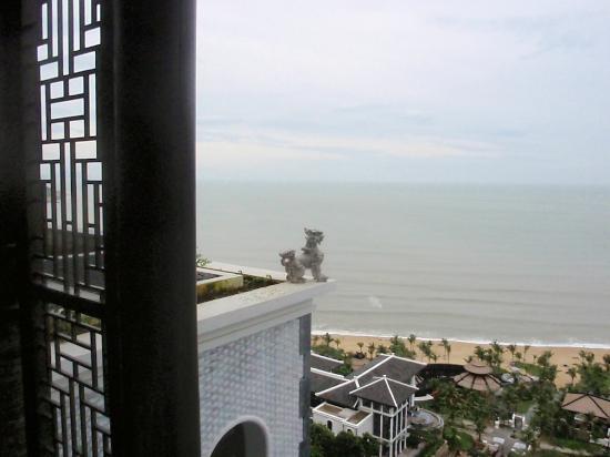 InterContinental Danang Sun Peninsula Resort : View fron Lobby's balcony