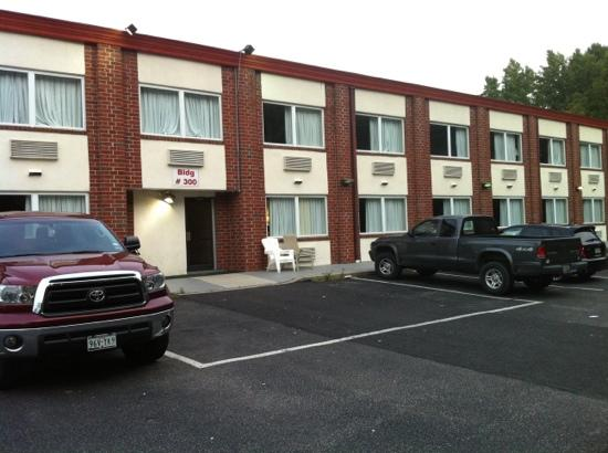 Red Carpet Inn-Carneys Point/Wilmington: outside of 300 bldg
