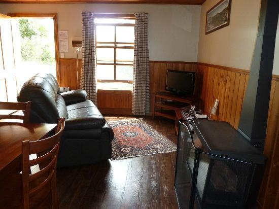 Tin Dragon Trail Cottages: lounge area