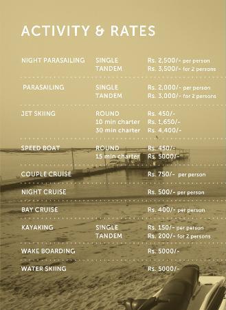 Bombay (Mumbai), Hindistan: Offerings at H2O Water Sports