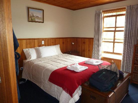 Tin Dragon Trail Cottages: Very comfortable bed