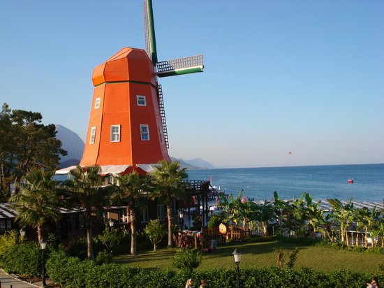Orange County Resort Hotel Kemer: Территория отеля