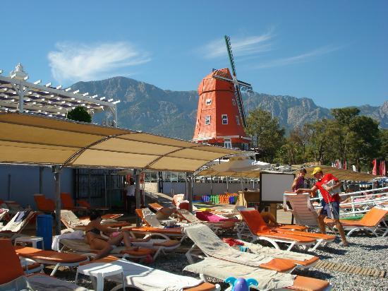 Orange County Resort Hotel Kemer: На пляже
