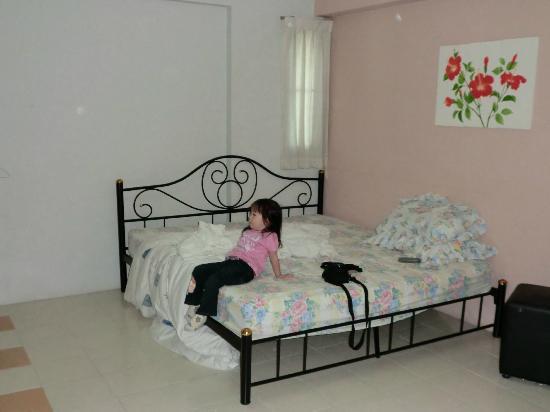 Thanapa Place : bed