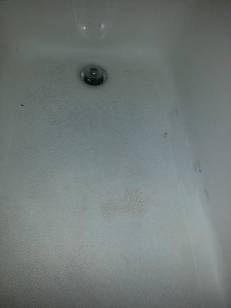 Baymont Inn & Suites Chicago/Calumet City: Filthy Bathtub