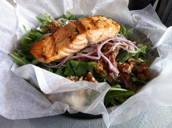 Lakeside Deli & Grille: spinach salad with salmon