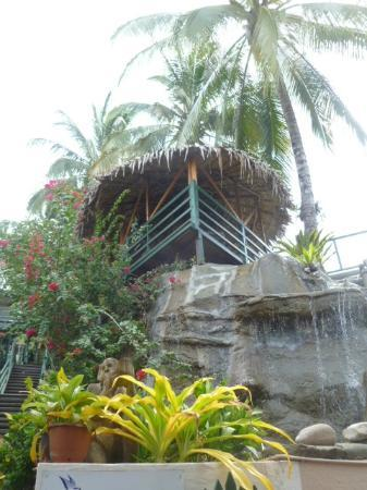King Solomon Hotel : Looking up to the pool