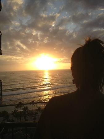 Waikiki Beach Marriott Resort & Spa: Enjoying one of many stunning sunsets!!