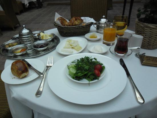 Divan Cukurhan: Breakfast starters