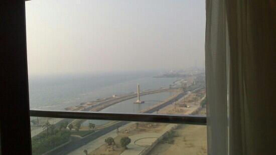 Jeddah Hilton Hotel: منظر البحر من داخل الغرفه