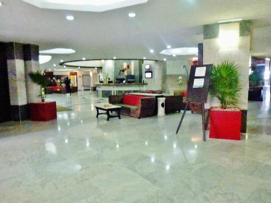 Copacabana Beach Hotel: Hotel Lobby