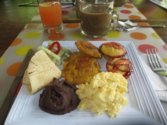 Tree Houses Hotel Costa Rica: Breakfast! So good!!