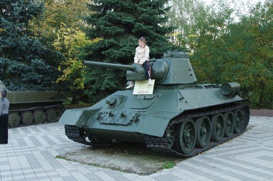 Park of the 30th anniversary of the Victory: Дочка на танке -парк военной техники