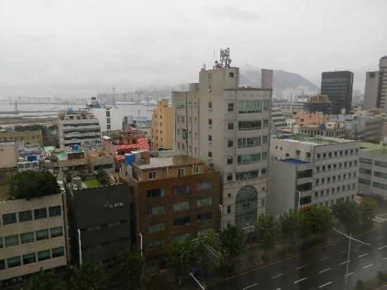 Toyoko Inn Busan Station No.2: 客室から釜山港方面