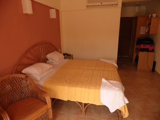 Kingstork Beach Resort: Our room (no 1010