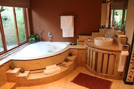 Stillpoint Country Manor: Bathroom
