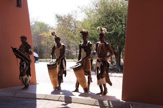 AVANI Victoria Falls Resort: Zambezi Sun Hotel Lobby