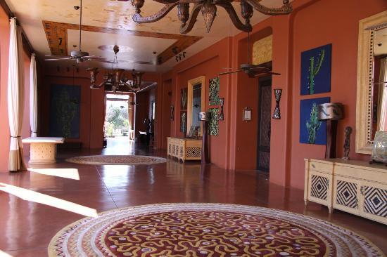 AVANI Victoria Falls Resort: Zambezi Sun Hotel Corridor