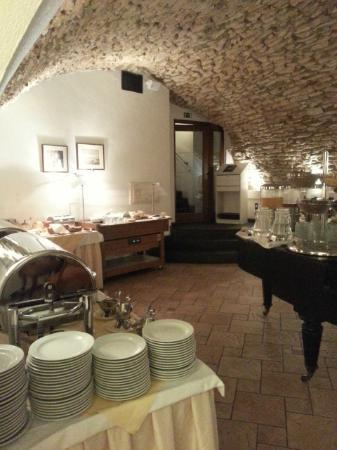 Hotel Leonardo Prague: Breakfast area