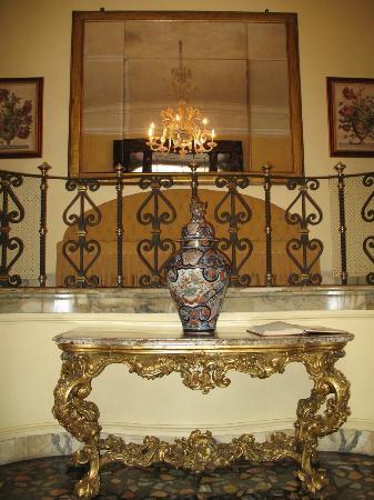 Villa Spalletti Trivelli: center view of entrance foyer