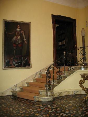 Villa Spalletti Trivelli: left view of front entrance foyer