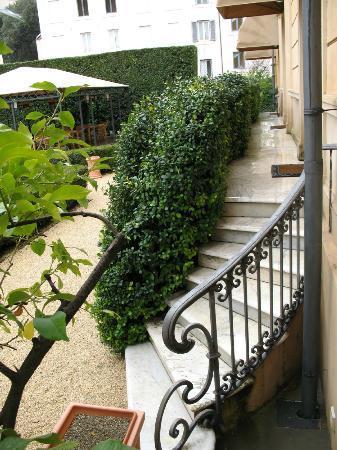Villa Spalletti Trivelli: garden staircase