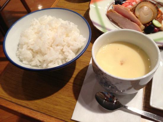 โรงแรมฮาโกเน่โนโมริโอกาดะ: steam eggs with seafood and rice