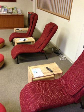 Hakonenomori Okada: massage chairs