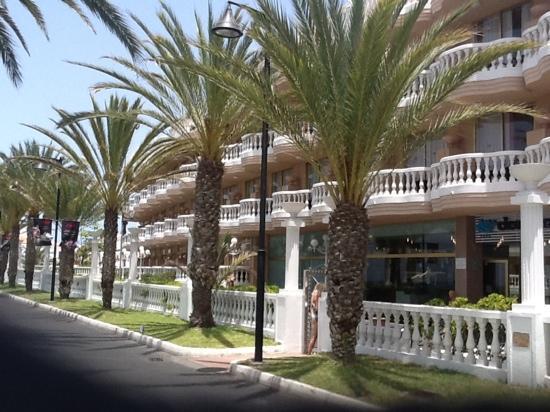 Cleopatra Palace Hotel: Lige ud til strandpromenaden
