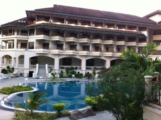 The Orient Star Resort Lumut: Poolside area