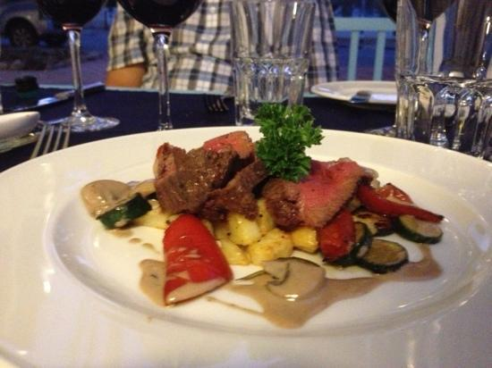 Cafe Photo Albert: fillet perfectly done and beautifully presented