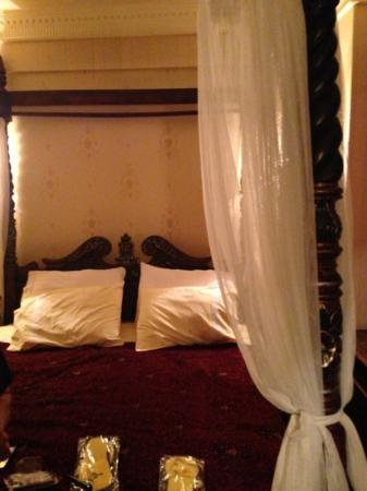 Dersaadet Hotel Istanbul: extremely inviting bed in our room